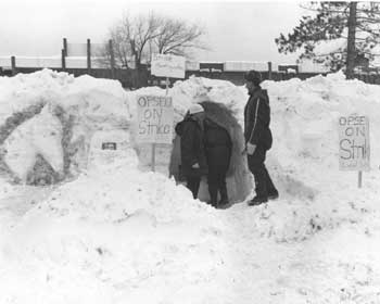 OPSEU members on strike in the snow