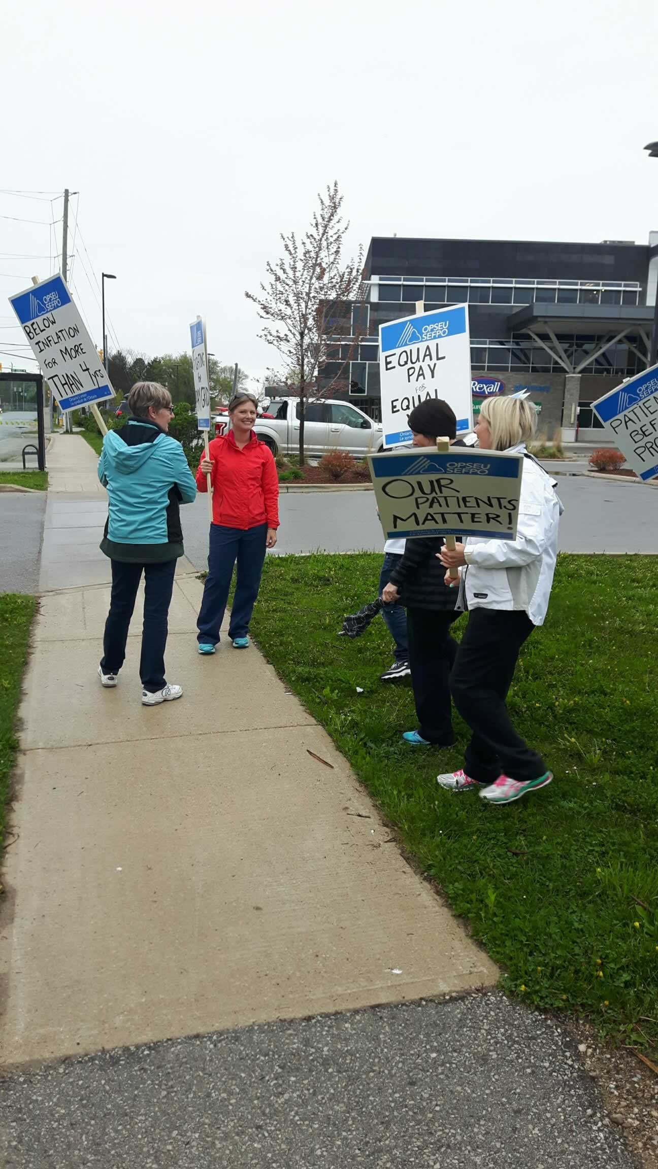 OPSEU/SEFPO members on a pacific demonstration