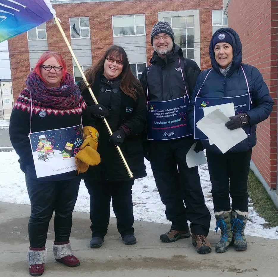 LCBO workers protest in Thunder Bay